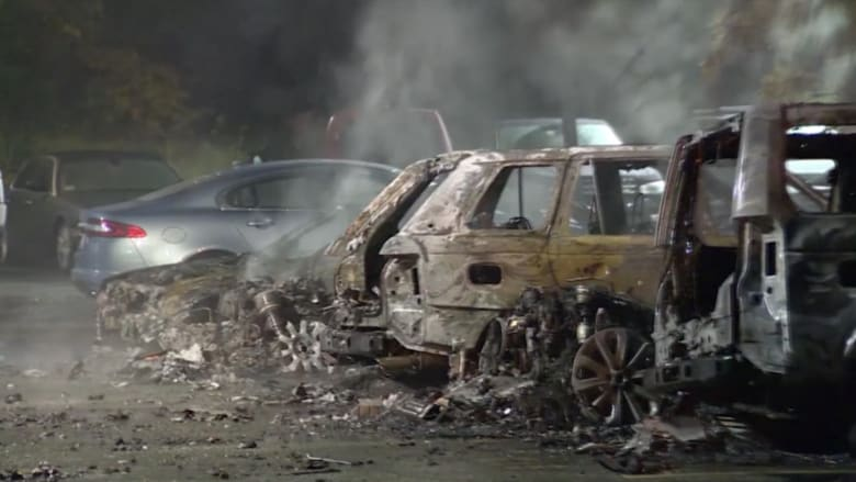 بالفيديو.. احتراق عشرات السيارات الفارهة في بوسطن