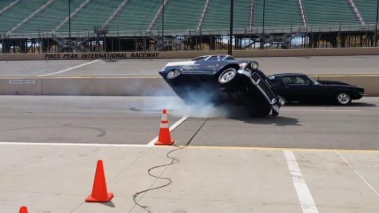 بالفيديو.. لحظة وقوع حادث مروع بين عدد من السيارات الكلاسيكية الثمينة خلال سباق بكولورادو