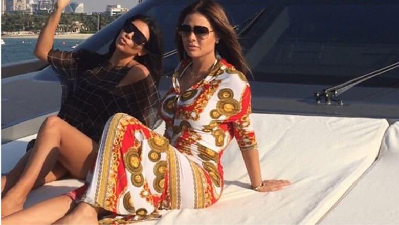 الاستمتاع بشمس دبي على متن يخت