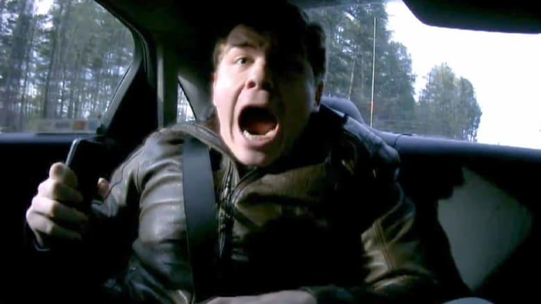 بالفيديو.. مقلب مخيف من سائق سباق محترف