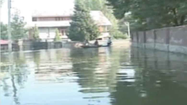 بالفيديو.. قرية هندية تتحول الى جزيرة بسبب الفيضانات