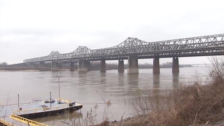 """FBI: أوامر لعملاء """"داعش"""" بتفجير جسر ممفيس أركنساس"""