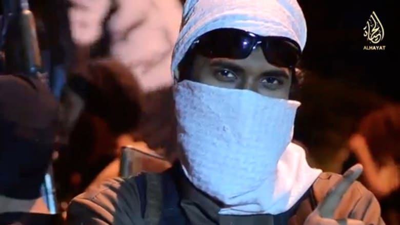 """كأنه فيلم من هوليوود.. فيديو جديد لتنظيم """"داعش"""" يظهر قيامه بتجنيد عناصره"""