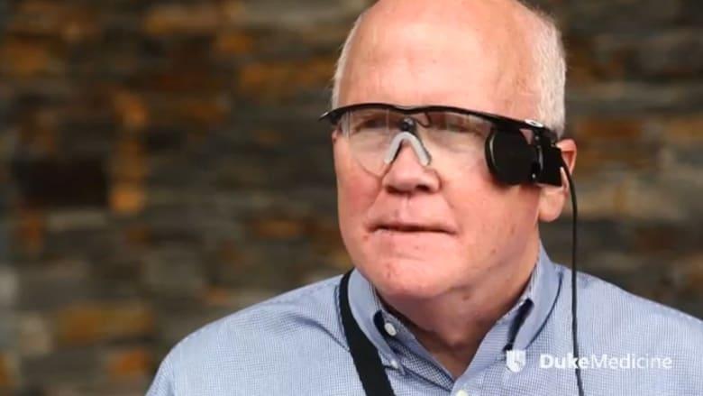 كفيف يستعيد نظره بعد أكثر من ثلاثين عاماً بفضل شريحة إلكترونية