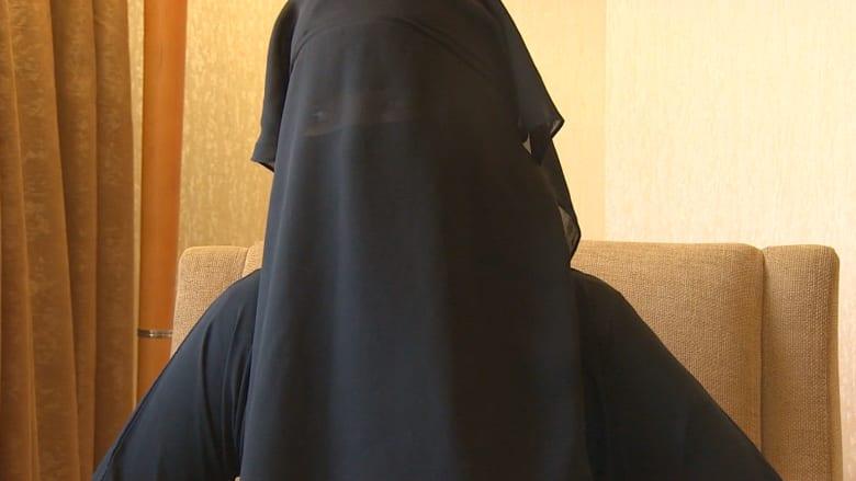خديجة السورية تروي قصتها لـCNN: تونسي قادها لداعش وتونسية دربتها بكتيبة الخنساء