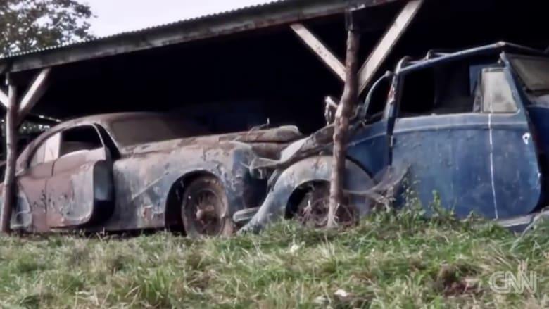 بالفيديو.. العثور على 60 سيارة صدئة بـ14مليون دولار تحت كومة مجلات