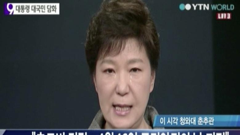 رئيسة كوريا الجنوبية تبكي وتعتذر وتحل خفر السواحل