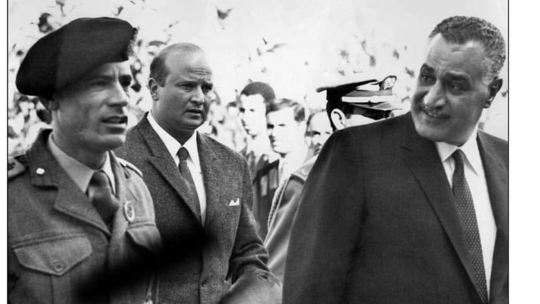 الرئيس المصري الراحل جمال عبد الناصر، مع قائد الثورة الليبية الراحل معمر القذافي يصلان معاً إلى قمة الرباط ديسمبر/ كانون الأول 1969