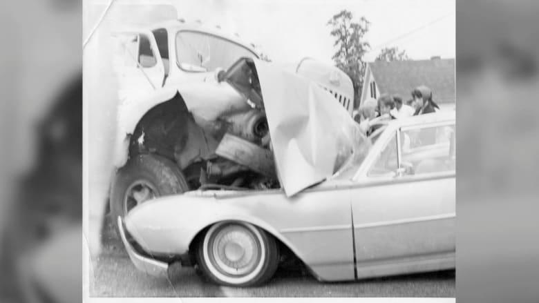 أوقفه جهاز كشف المعادن ... قطعة من سيارته استقرت بجسده منذ 50 عاما