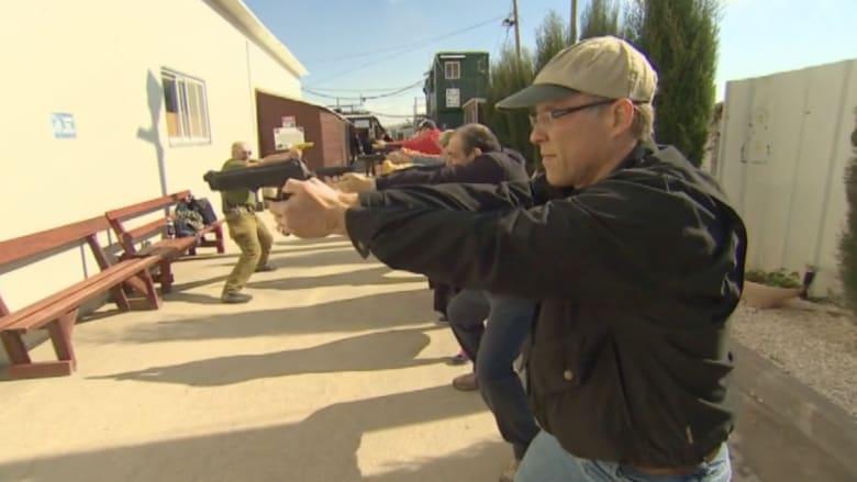 من يعتدي ومن يدافع؟ إسرائيليون يتدربون لصد هجمات الفلسطينيين