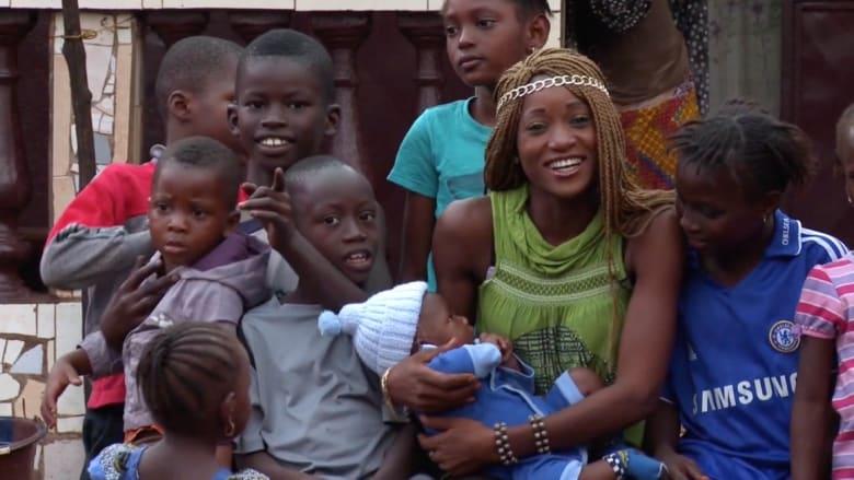 """"""" نجوت من إيبولا"""" .. قاهرو الوباء يروون قصصهم"""