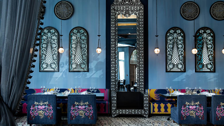 """""""إم شريف"""".. عندما تصبح ضيفاً في قصر لبناني عريق وتأكل بلا لائحة طعام في قلب دبي"""