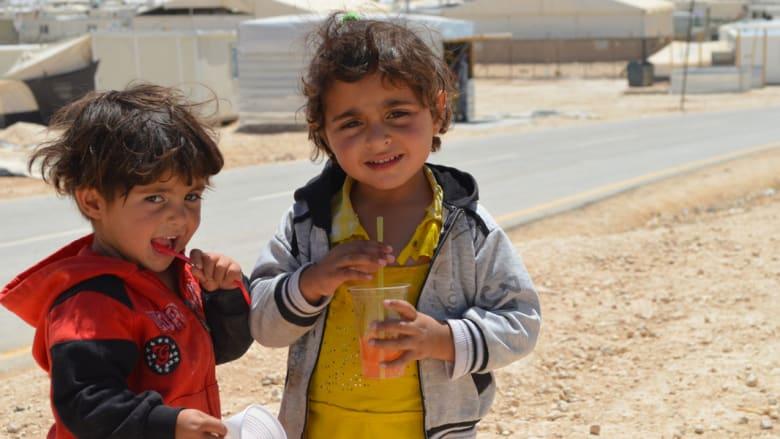 صورة لطفلين من داخل المخيم