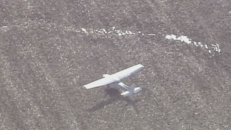 بالفيديو.. طائرة تهبط اضطرارياً في حقل زراعي بأمريكا