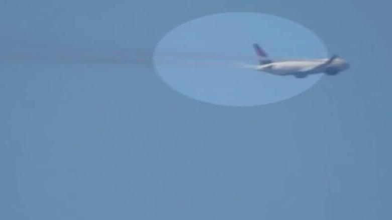 بالفيديو.. دخان يتصاعد من طائرة أمريكية بعد إقلاعها بدقائق