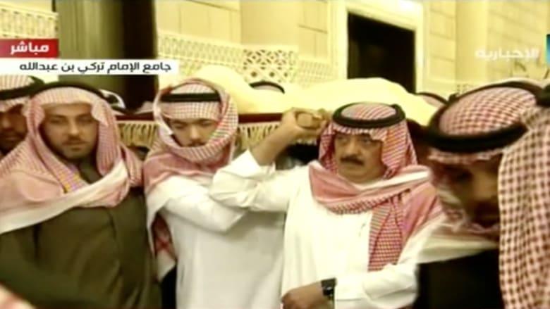 لحظة وصول جثمان الملك الراحل عبدالله بن عبدالعزيز لأداء الصلاة عليه