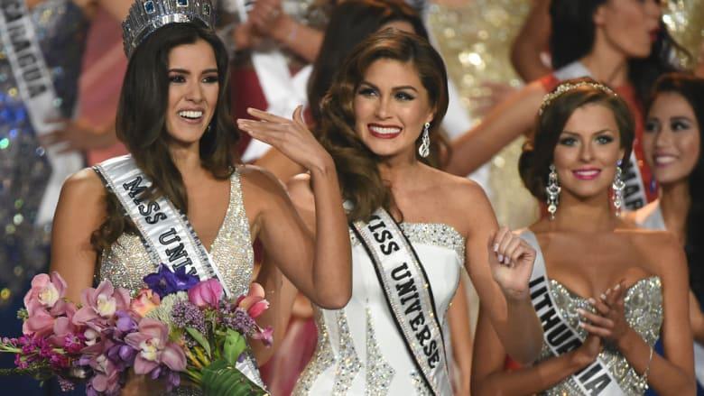 ملكة جمال كولومبيا باولينا فيغا بعد تتويجها باللقب