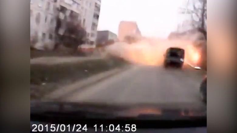 شاهد.. لحظة انفجار مركبة بصاروخ في مريوبول