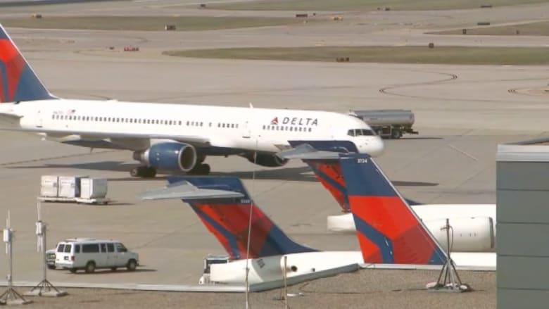 بالفيديو.. إلغاء أكثر من 3000 رحلة جوية في أمريكا بسبب عاصفة ثلجية