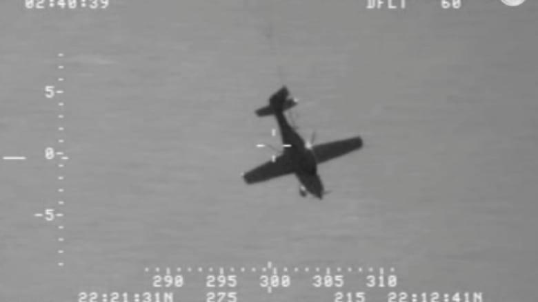 بالفيديو .. لحظة توقف محرك طائرة في الجو وسقوطها