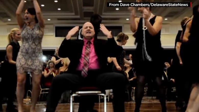 الشرطي الراقص يعود منذ حصول الفيديو على 26 مليون مشاهدة