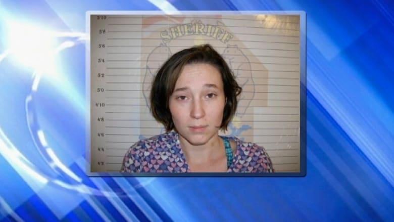 سجينة تحمل بطفل بعد تركها خطأ مع سجين كان يصلح مرحاض زنزانتها