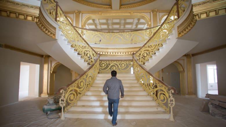 داخل نسخة للبيت الأبيض في أربيل بالعراق