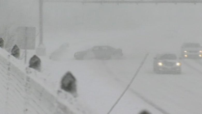 هذا ما يحدث عندما يتحدى السائقون العواصف الثلجية