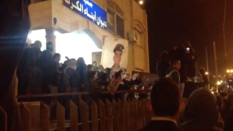 بالفيديو.. هتافات غاضبة في عمان بعد إعلان مقتل الطيار الكساسبة