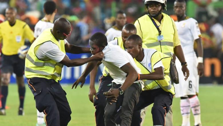 غانا إلى نهائي أفريقيا على حساب غينيا الاستوائية بعد مباراة شهدت أحداثاً دامية