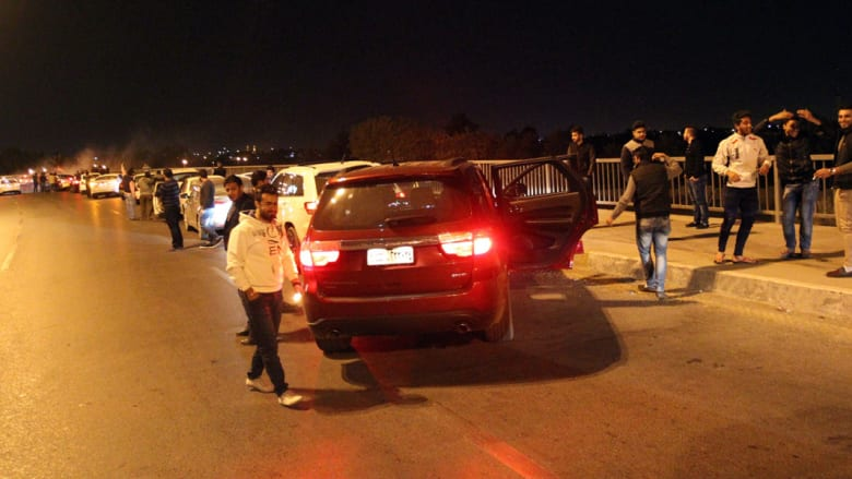 هكذا قضى العراقيون أول ليلة دون حظر تجول منذ 11 عاما.. بالإحتفال