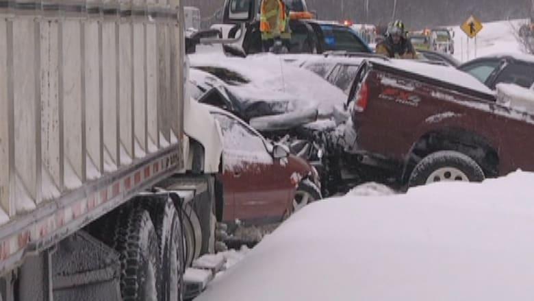 39 سيارة وشاحنة في حادث على طريق سريع بسبب الثلوج