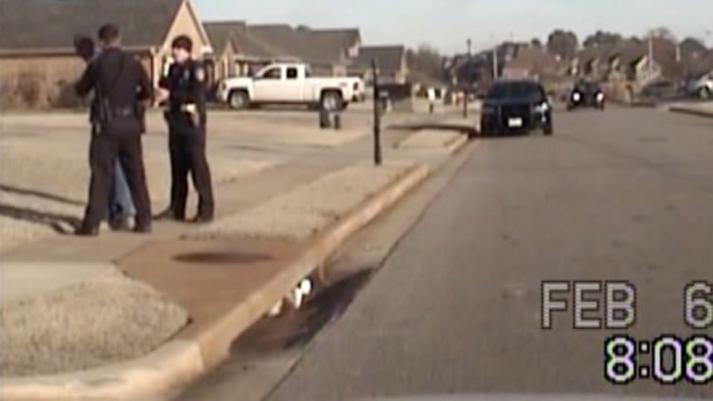 بالفيديو من أمريكا.. شاهد كيف أوقعت كاميرا الشرطة بضابط أمن؟
