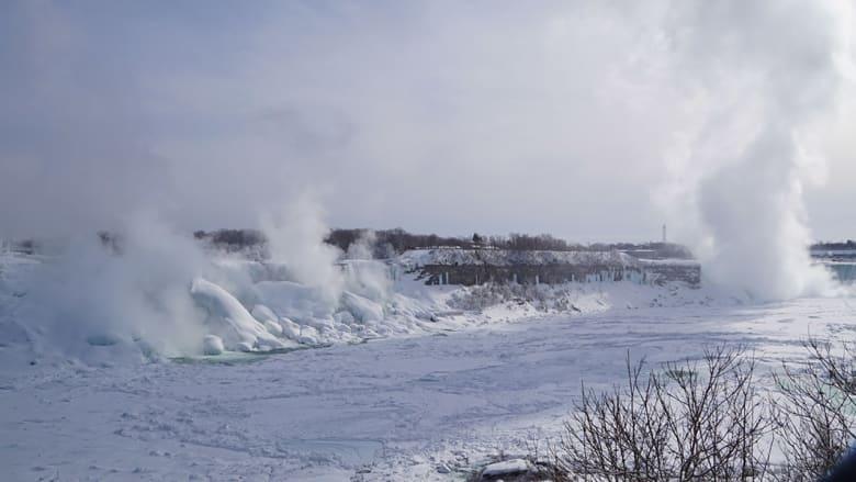 المناظر كانت خلابة ودفعت الكثيرين برغم انخفاض درجات الحرارة إلى زيارة المنطقة