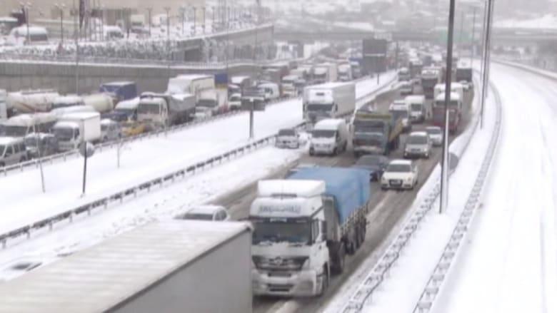 شاهد.. تساقط الثلوج بغزارة على اسطنبول