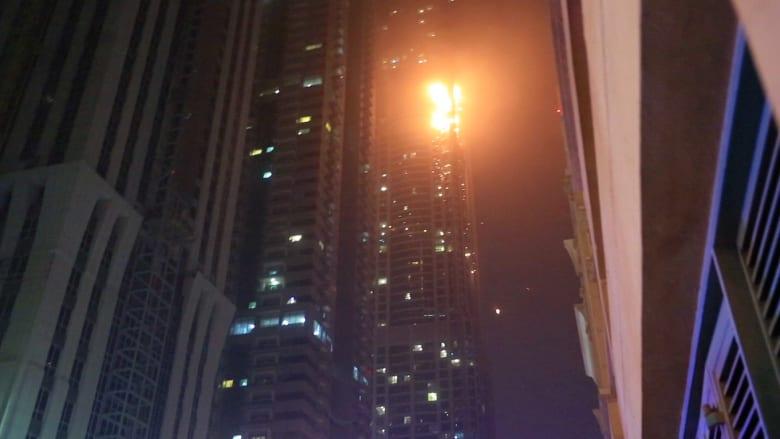 """مفارقة غريبة.. اشتعال النار ببرج """"الشعلة"""" في دبي"""