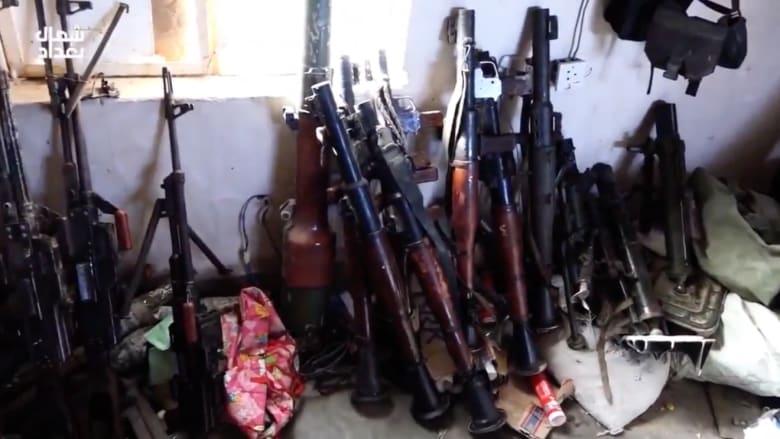 شاهد استيلاء داعش على أسلحة أمريكية من قاعدة للجيش العراقي