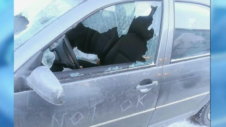 طردت من المدرسة لإبلاغ الإدارة بأنها ستتأخر بعد تدمير شخص لسيارتها