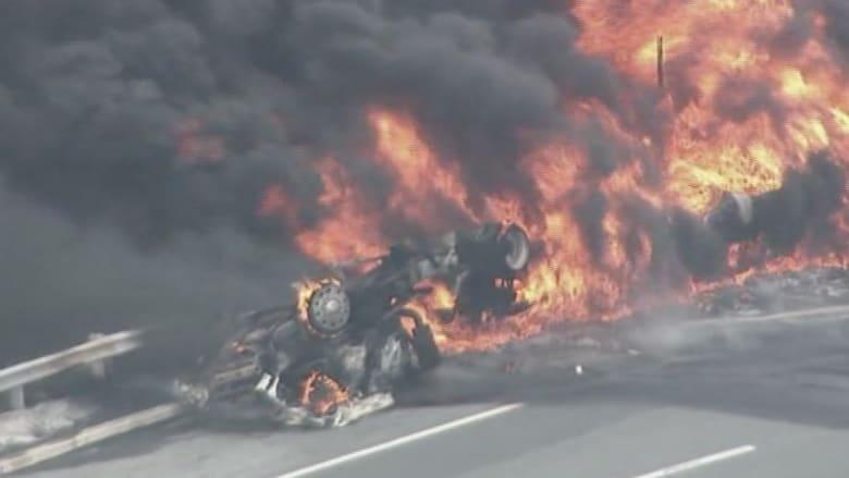 بالفيديو.. انقلاب صهريج بنزين يتسبب في حريق هائل في نيوجيرسي