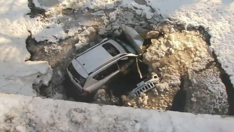 غضب أثناء القيادة يؤدي إلى سقوط سيارة من على جسر إلى النهر