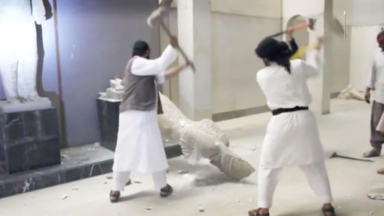 بالفيديو.. لحظة تدمير داعش لآثار متحف الموصل التاريخية