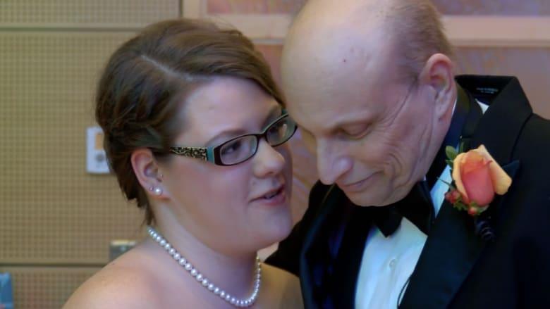 آخر أمنيات رجل يصارع السرطان.. أن يرى ابنته بفستان زفافها