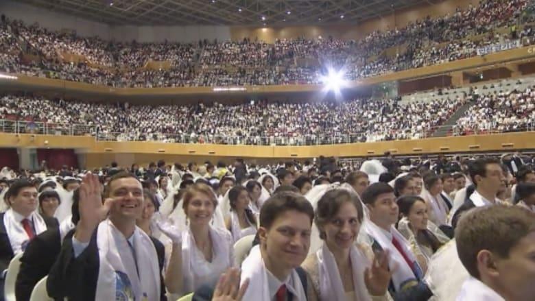 """بالفيديو .. نحو 4000 يدخلون """"القفص الذهبي"""" بأكبر زواج جماعي"""