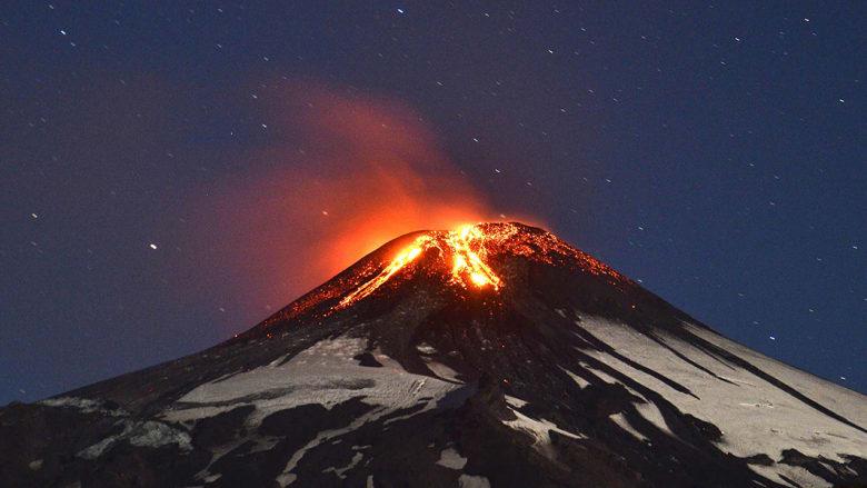 شاهد ثوران بركان في تشيلي مرة أخرى منذ عام 1985