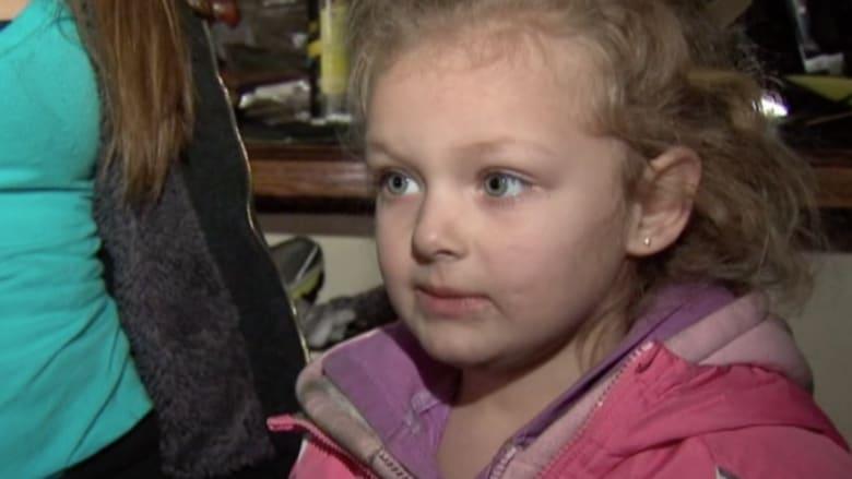 بالفيديو.. طفلة تبلغ أربعة أعوام تنقذ أسرتها من الحريق