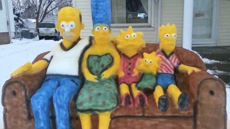 """أب وابنه يصنعان تماثيل ثلجية لشخصيات """"سيمبسونز"""""""