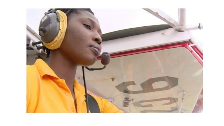 شاهد.. نساء بلغن الغيوم بأحلامهن ليصبحن الأوائل في قيادة الطائرات