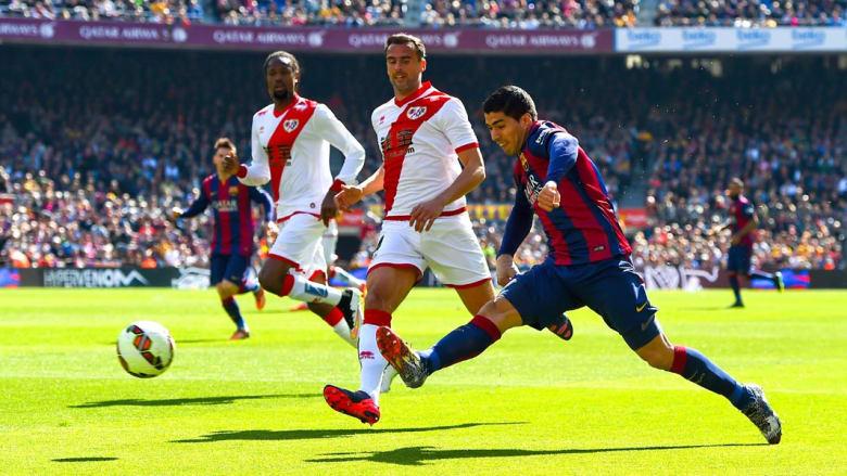 سواريز يسجل الهدف الاول لبرشلونة خلال مباراة الدوري الاسباني ضد رايو فاليكانو
