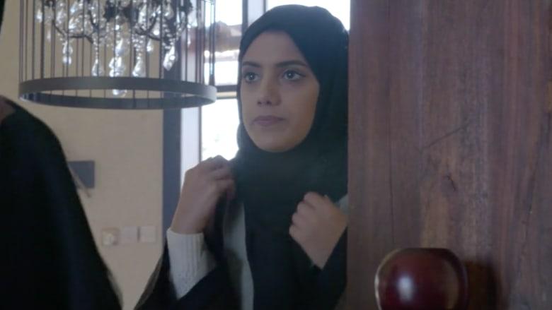 """""""أنا وعباءتي"""" .. قصة شابة إماراتية مع الحجاب والعباءة"""
