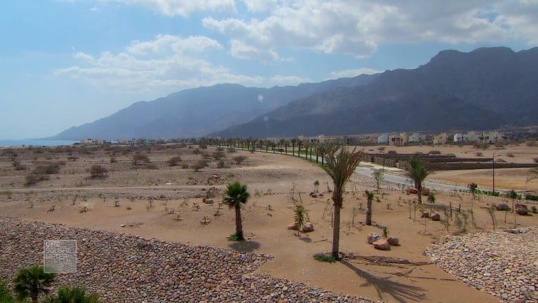 كيف تحولت أرض مستصلحة في عُمان إلى مدينة ساحرة؟